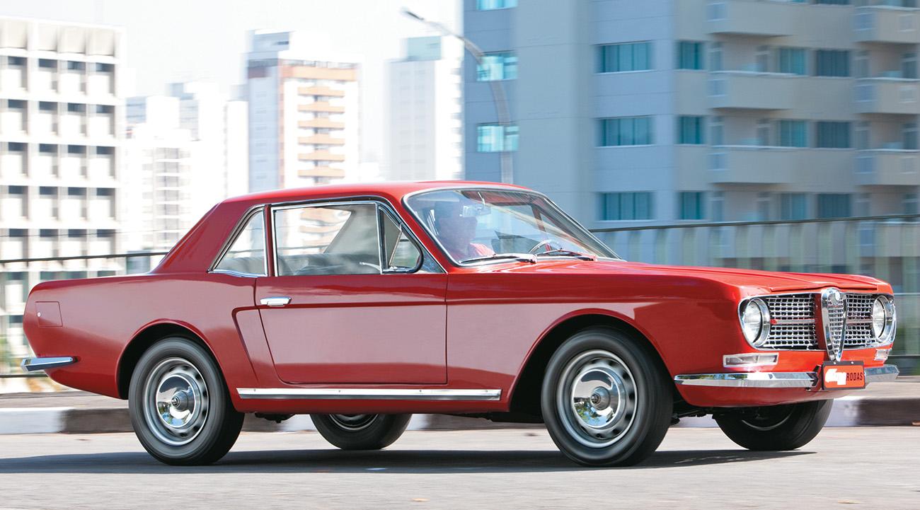 O vinco marcando a lateral é puro Mustang