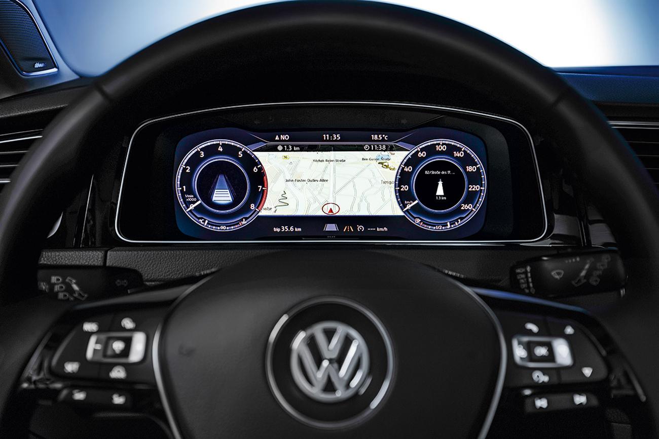 O quadro de instrumentos não tem relógios analógicos: é uma tela configurável de 12,3 polegadas