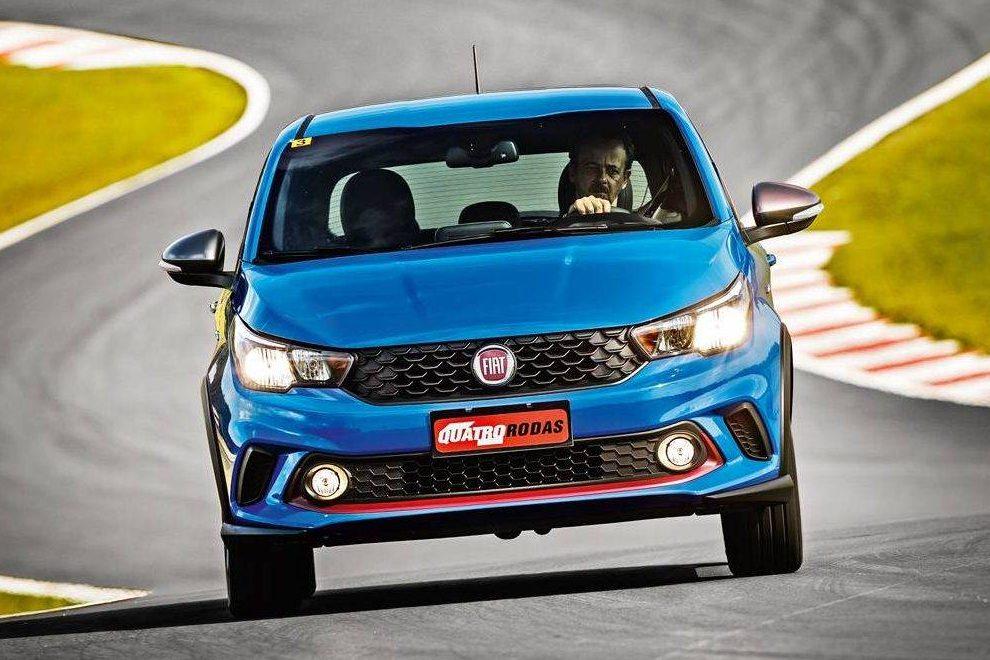 Dianteira tem clara inspiração no design do Fiat Mobi