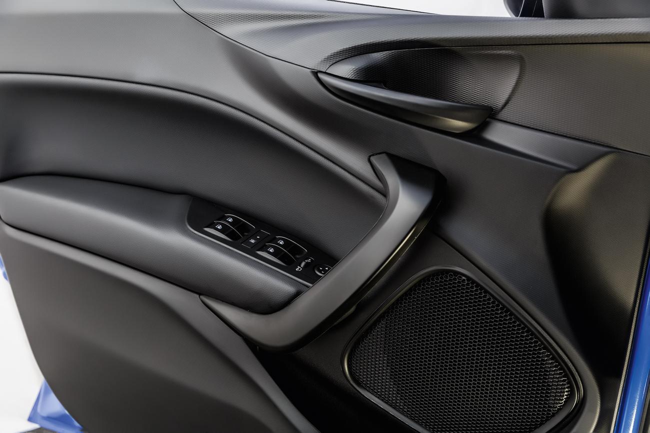 Painéis de porta são da mesma qualidade dos presentes na Fiat Toro
