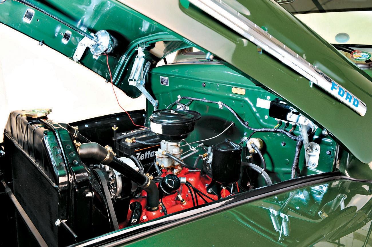 O motor V8 era argumento de venda contra a Chevrolet