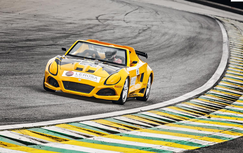 O esportivo se mostrou rápido e obediente em Interlagos