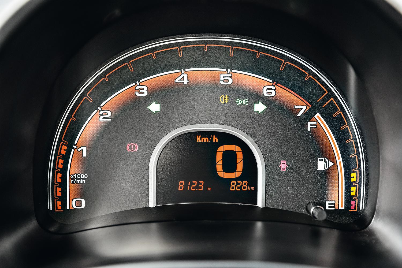 Marcação do conta-giros é de leds: um para cada 500 rpm