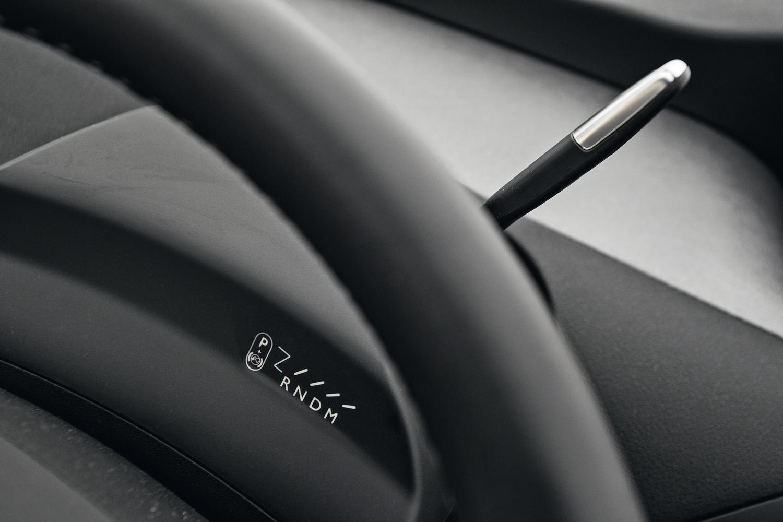 Comando da transmissão é feito pela alavanca atrás do volante