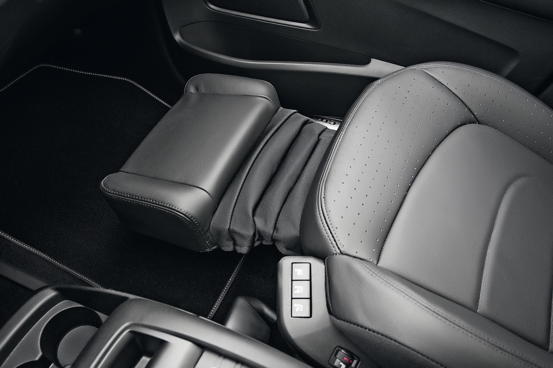 Os bancos dianteiros têm ajustes elétricos, ventilação e massagem