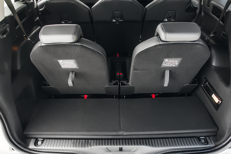 O porta-malas fica com apenas 130 litros de capacidade com os 7 lugares montados