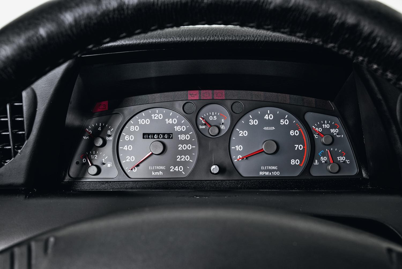 Quando o modelo era equipado com airbag o volante era de quatro raios