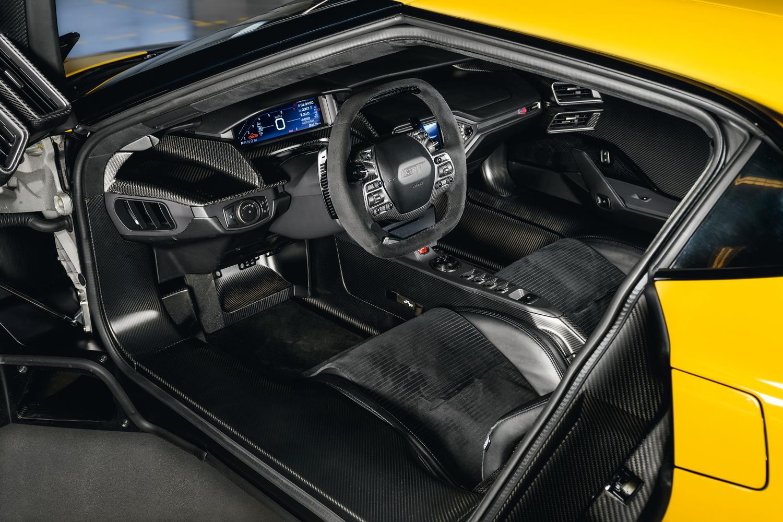 O volante com comandos concentrados veio de pesquisas com pilotos da Ford