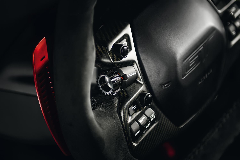 Seletor rotativo no volante ajusta o modo de pilotagem