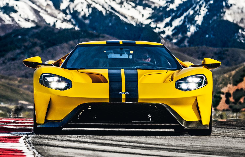 O novo GT de rua foi projetado ao mesmo tempo que a versão de corrida