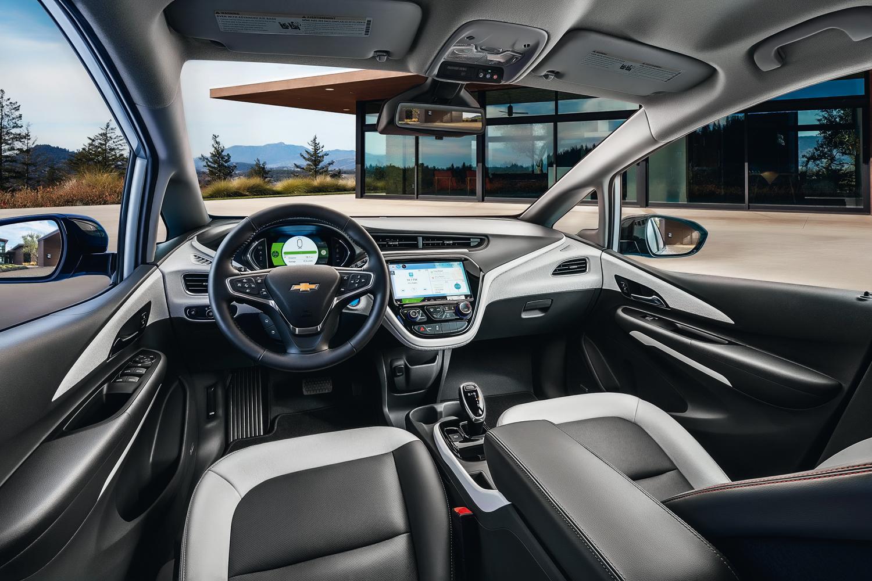 Bolt Premier: espelho com câmera e dez airbags