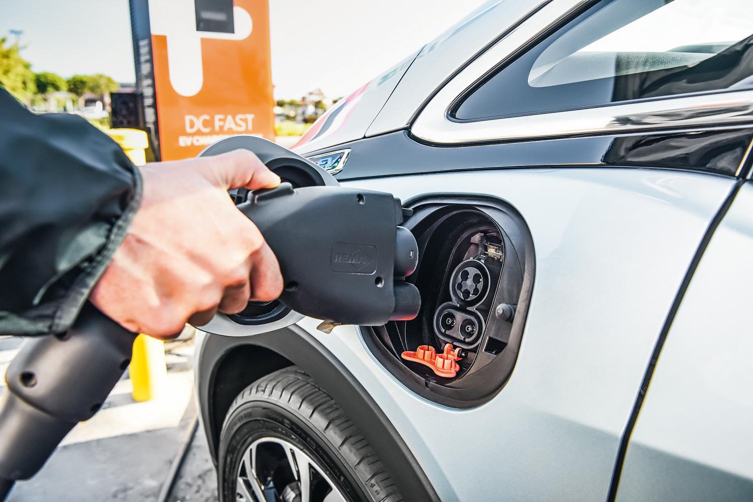 convencional de 220 V as baterias precisam de até nove horas para carregar totalmente