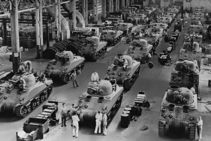 Linha de montagem do tanque americano M4 Sherman