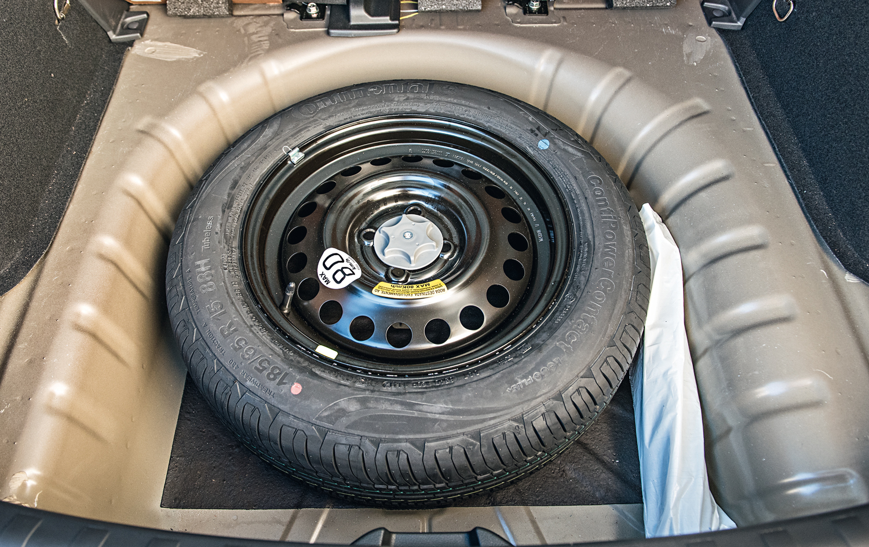 O estepe do brasileiro é com roda de aço e pneu de emergência