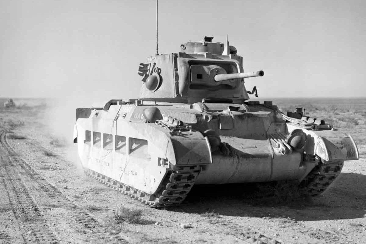 Um tanque britânico Matilda II durante a campanha no deserto, em 1940