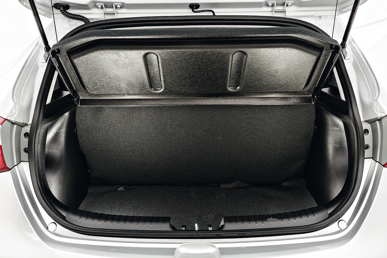Capacidade do porta-malas é de 300 litros