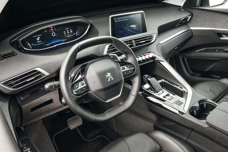 Cabine i-Cockpit (que envolve o motorista)