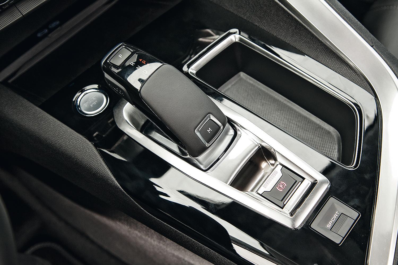 câmbio joystick traz modernidade ao interior