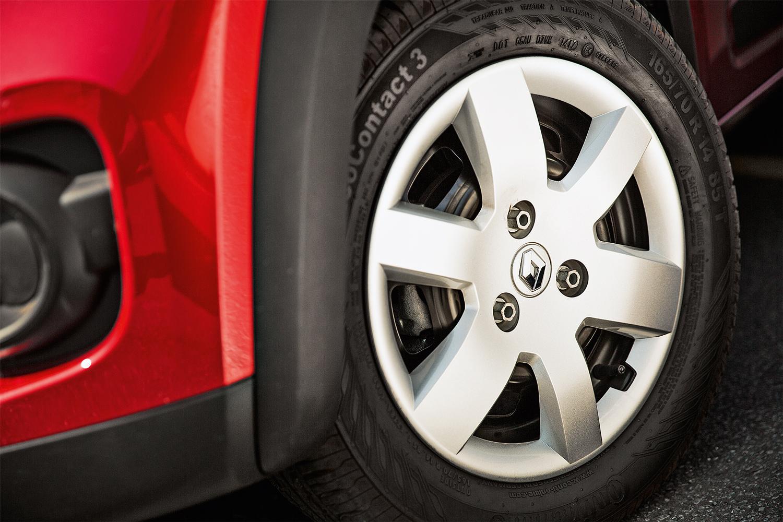 As rodas são fixadas com apenas três parafusos