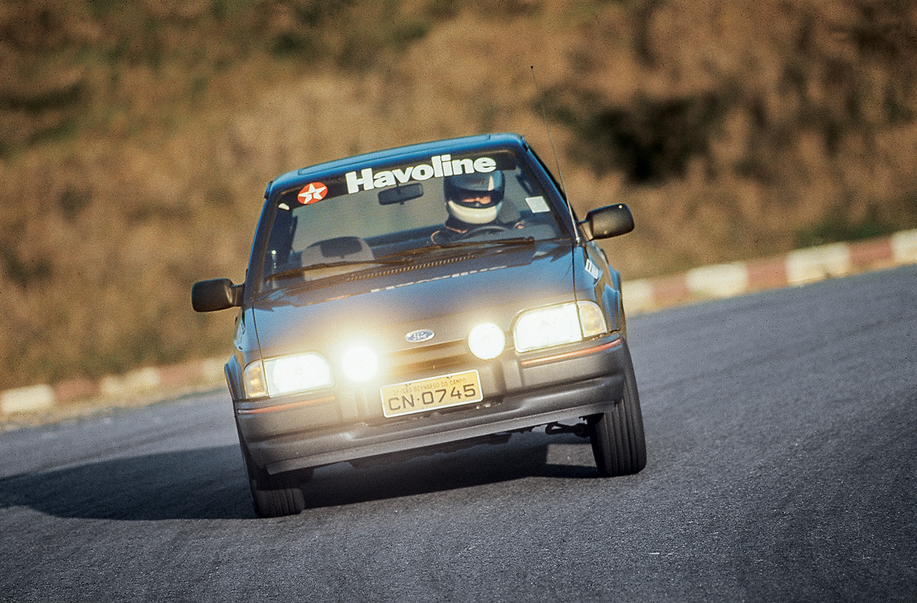 O motor 1.8 da Volks deu nova vida ao Escort XR3