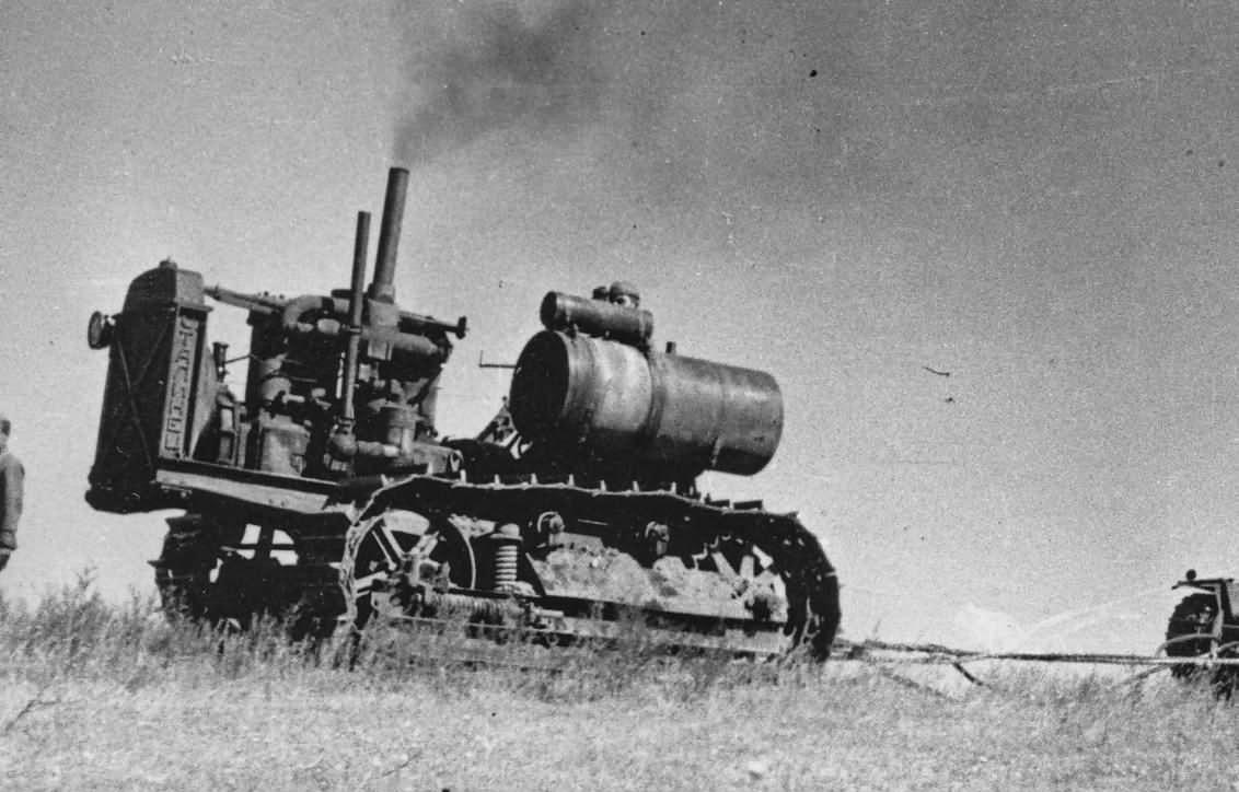 Um trator soviético Stalinetz