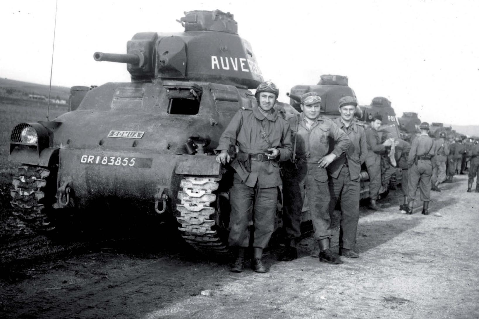 Tanques Somua S35 do Exército belga durante a batalha de Dunquerque