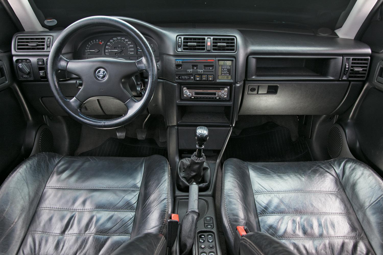 A boa pega do volante e os instrumentos visíveis eram elogiados no GSi