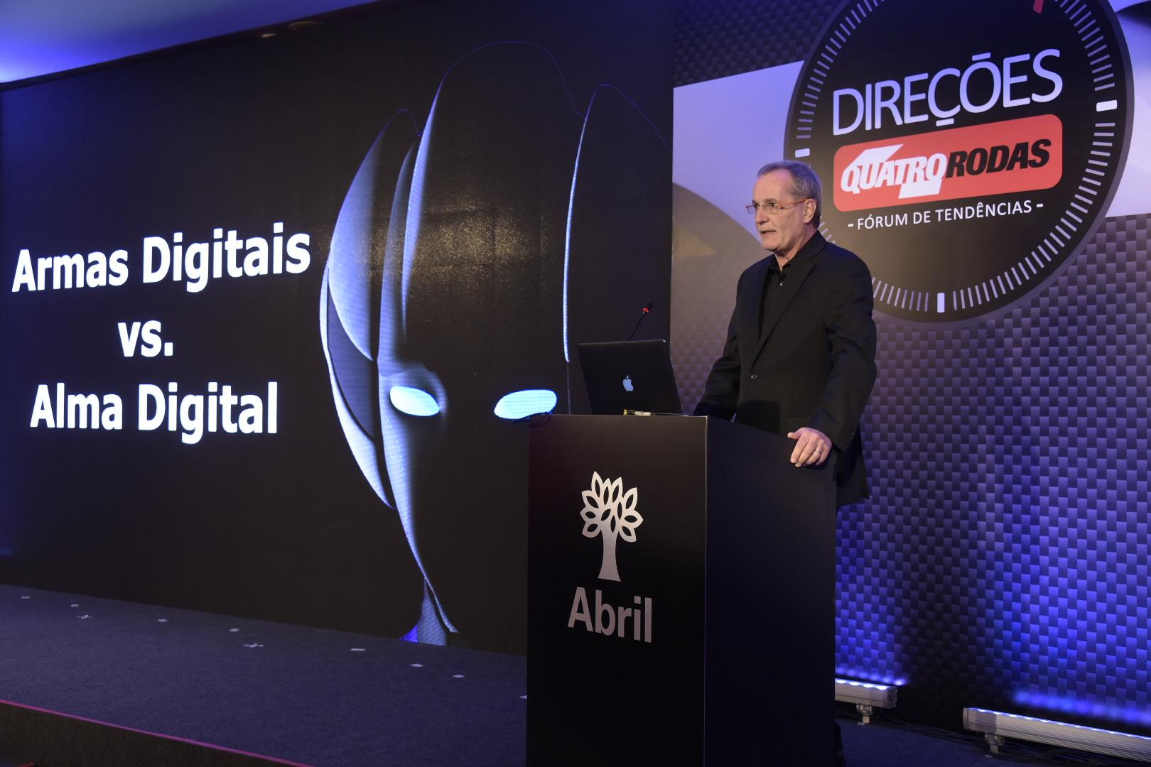 Em sua palestra, Longo afirma que não basta utilizarmos as armas digitais, as empresas precisam ter alma digital