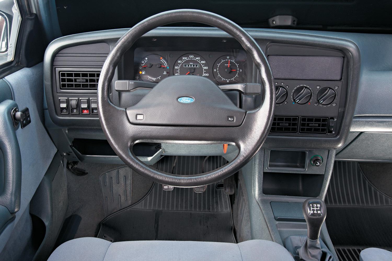 Volante em estilo Ford, botões de ventilação da VW: herança da Autolatina