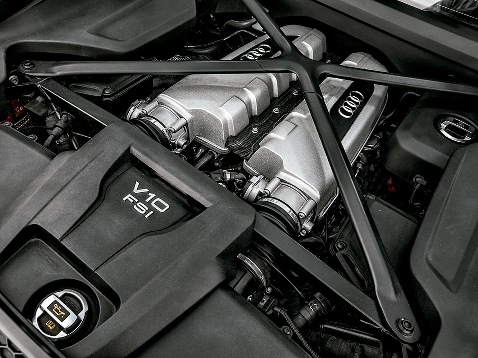 Motor V10 está na parte central traseira