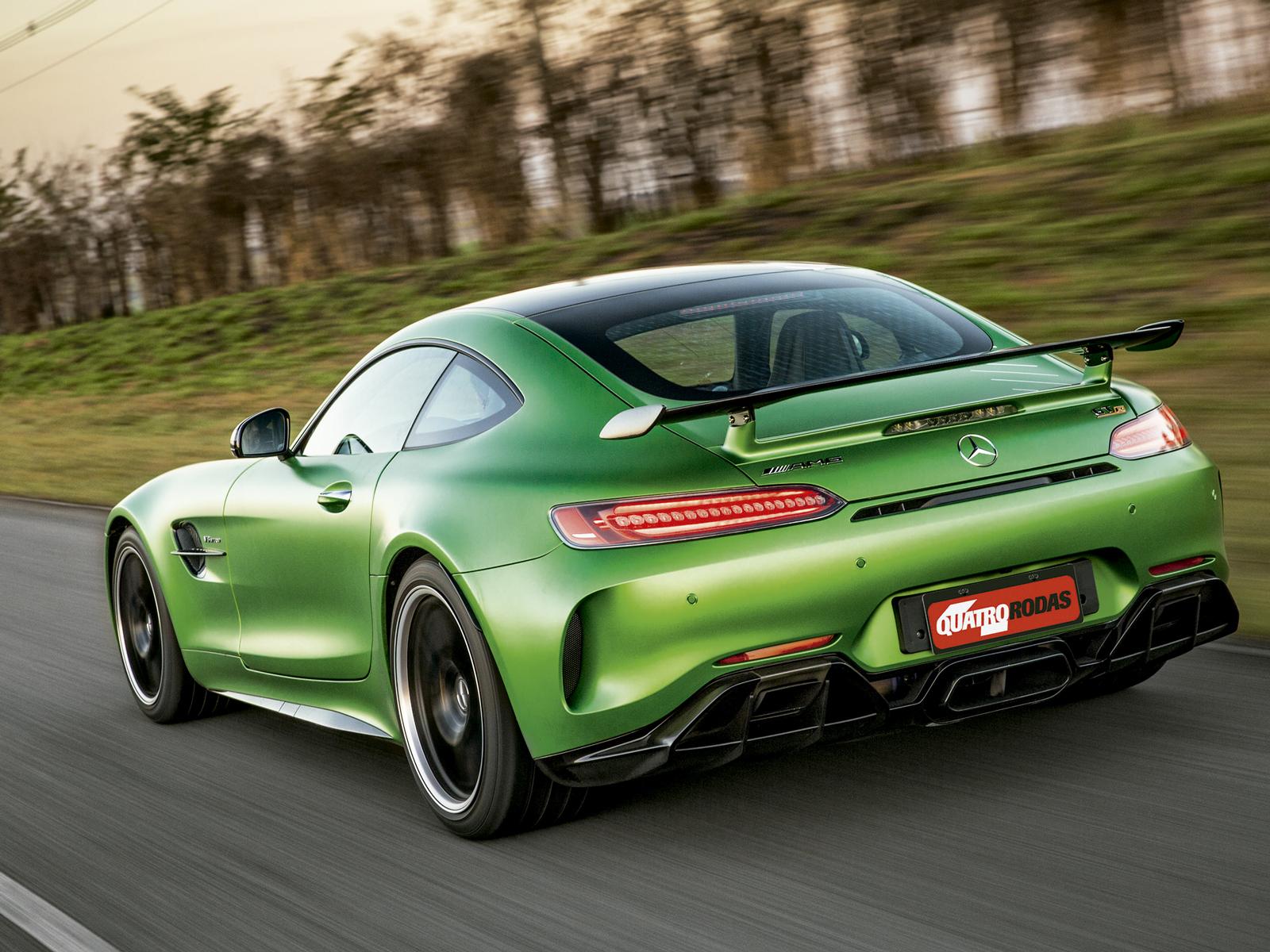 O Mercedes ousa ao colocar apêndices aerodinâmicos e aumentar a largura da carroceria na frente e atrás