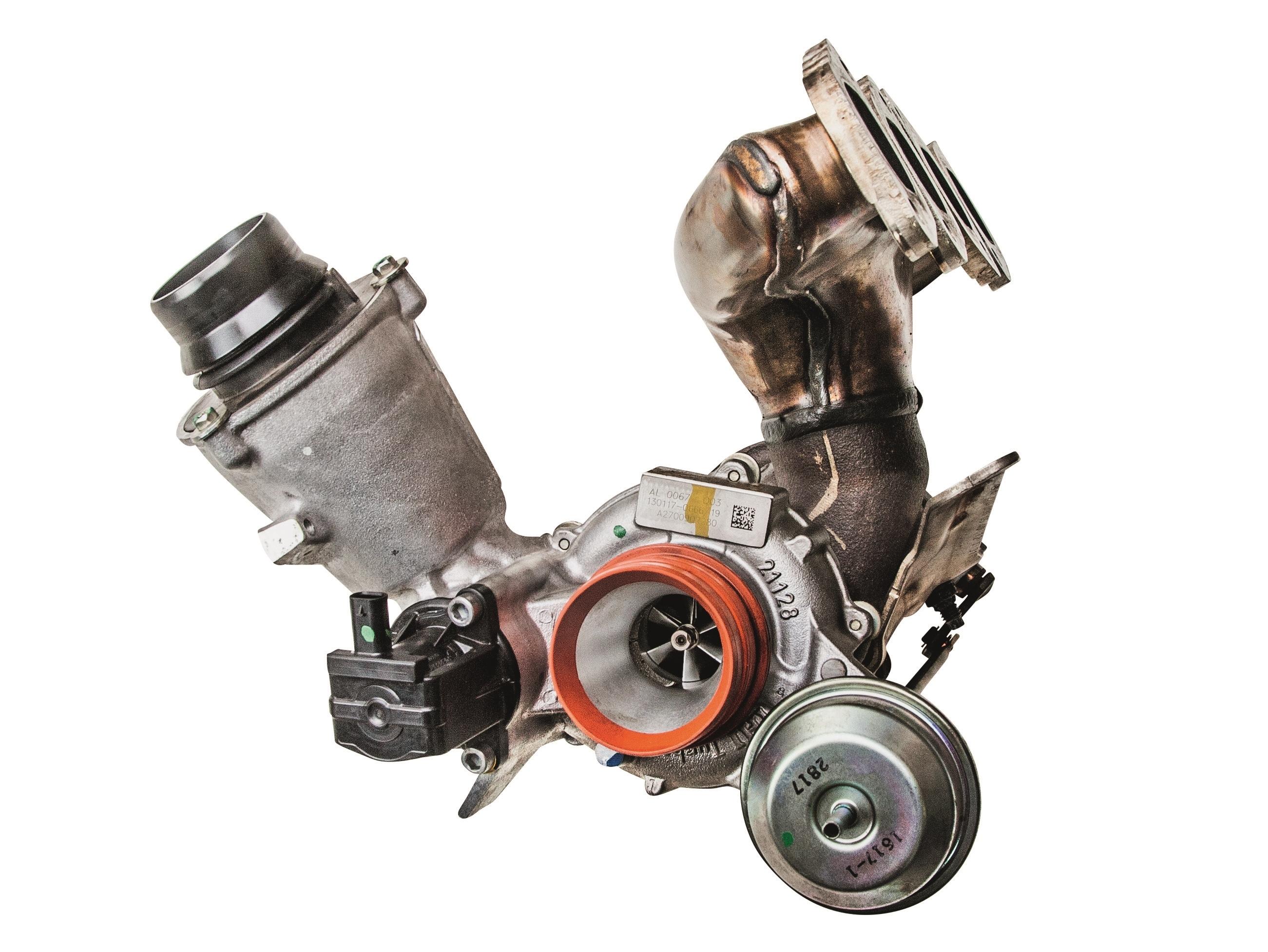 Conjunto de turbo, coletor de escape e duto de admissão de um Mercedes A200. Nova tecnologia multiplicaria estes componentes