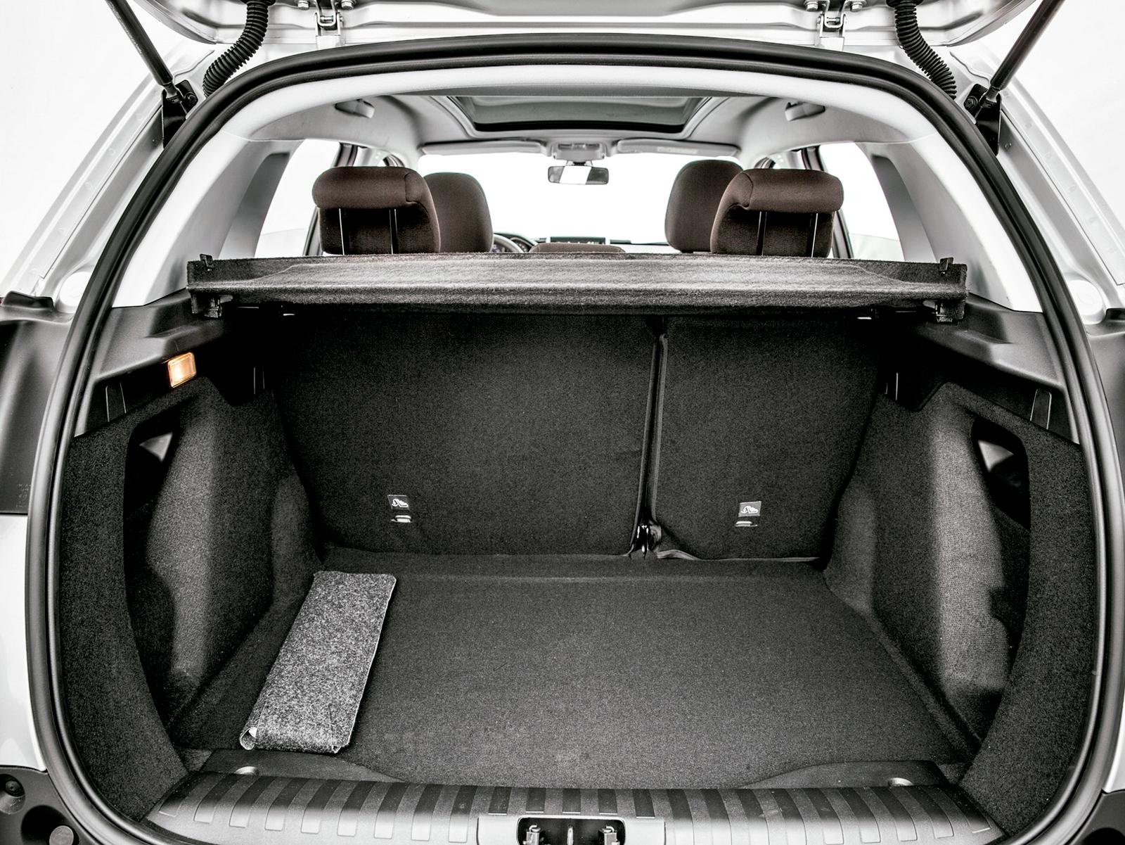 Porta-malas tem 402 litros