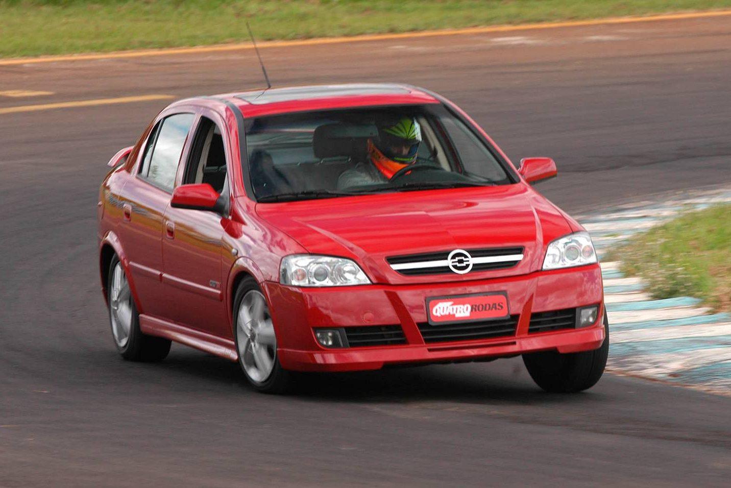Chevrolet Astra GSi tinha motor 2.0 16V para honrar linhagem esportiva