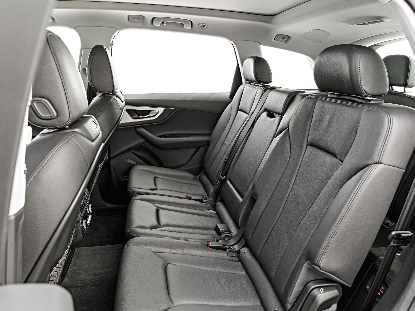 Túnel do cardã rouba espaço dos pés no Audi Q7