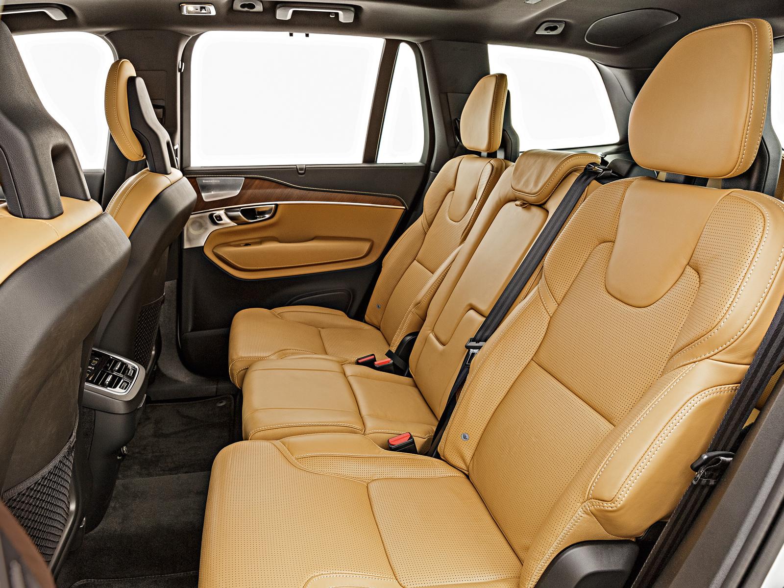 Volvo XC90 tem espaço limitado para os ombros