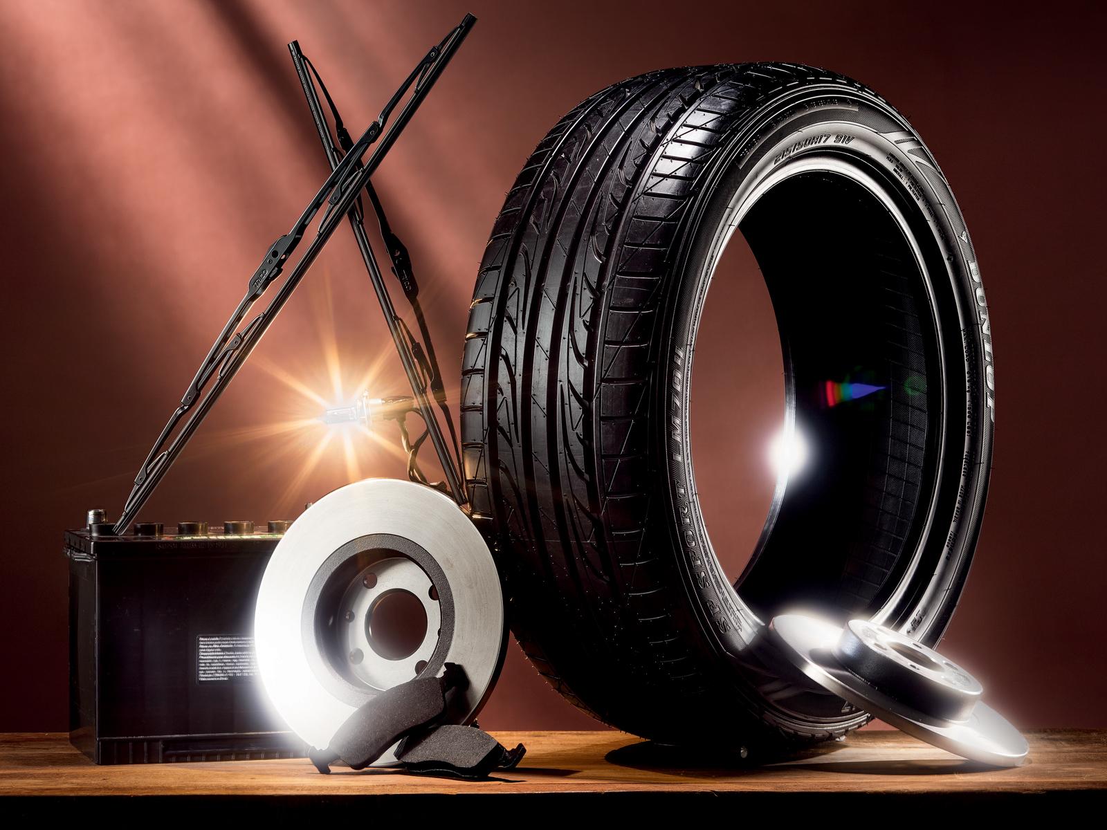 Palheta dianteira, pastilha de freio, disco de freio, bateria, filtro de cabine, lâmpada e pneu: peças de consumo natural