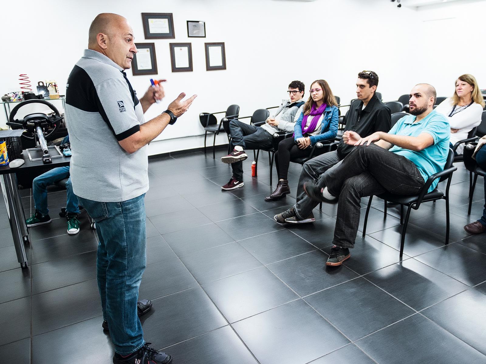 Primeiro dia começou com o briefing do teste comandado por Roberto Manzini