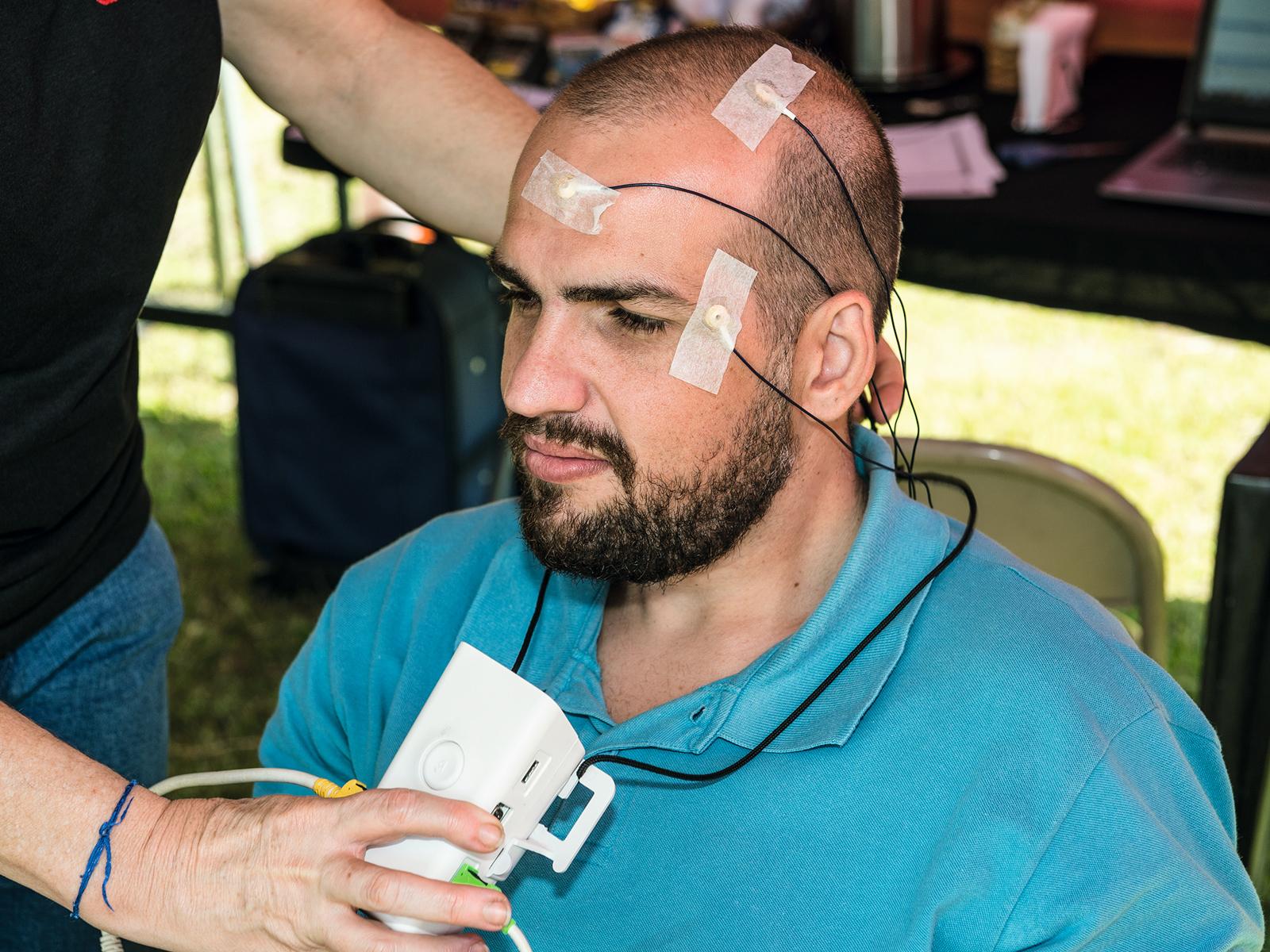 Os voluntários foram monitorados por eletroencefalograma para medir a atividade cerebral durante o teste