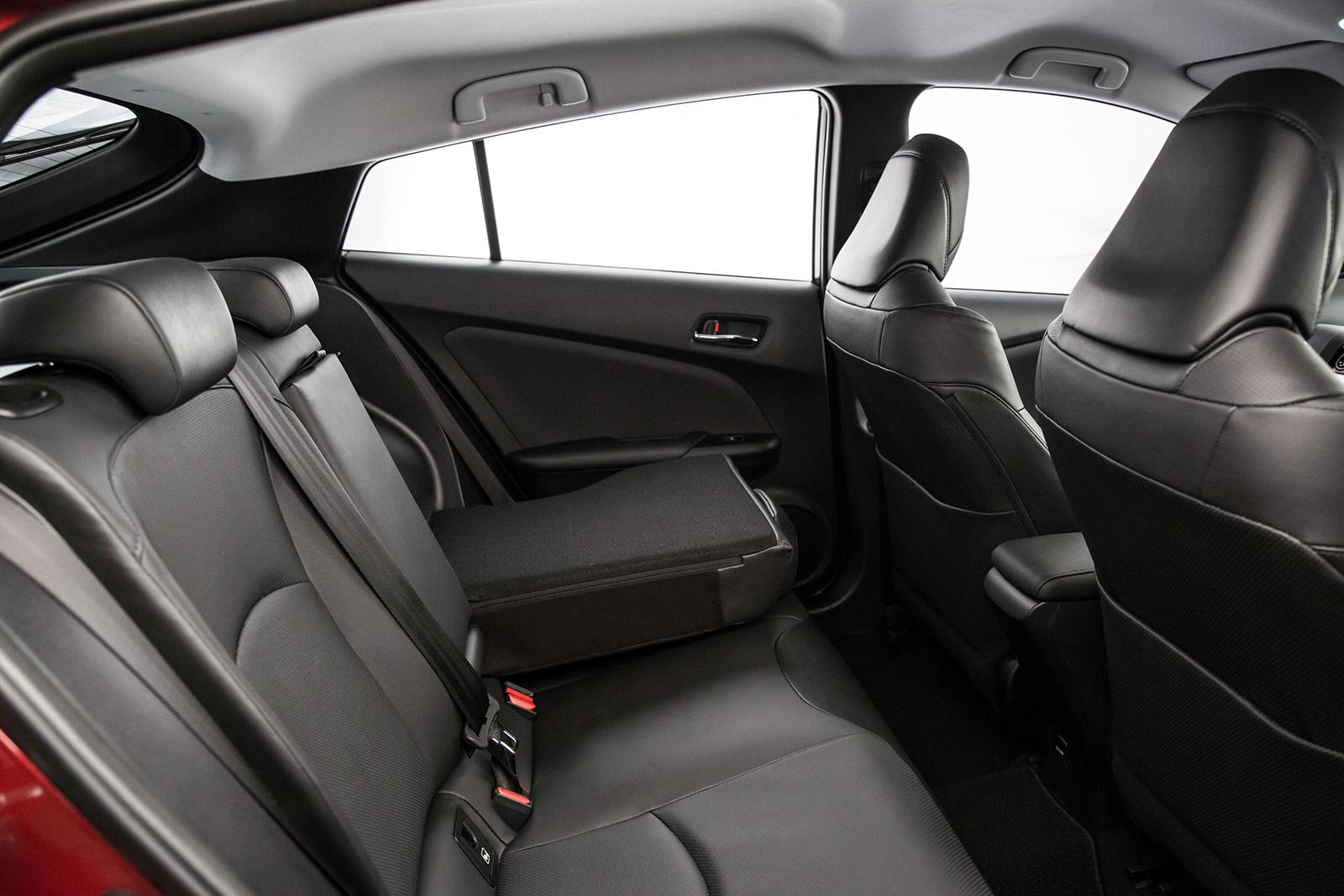 Prius tem espaço interno compatível ao do Corolla