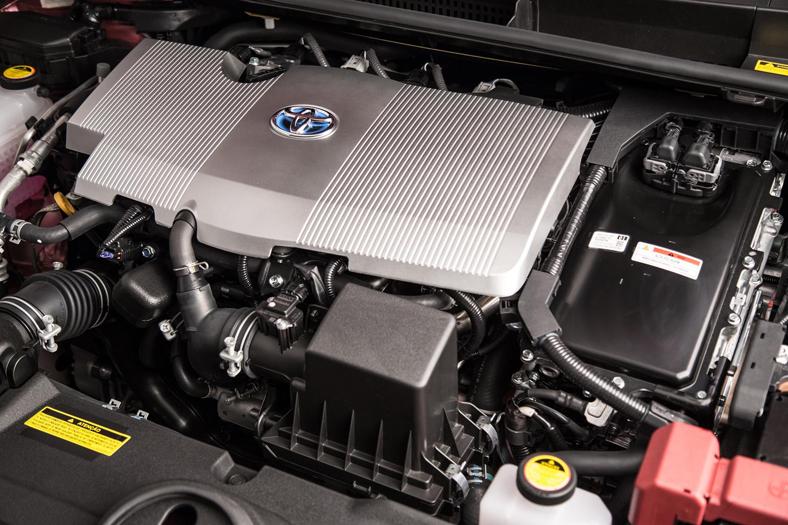 Prius tem dois motores - um a combustão e outro elétrico
