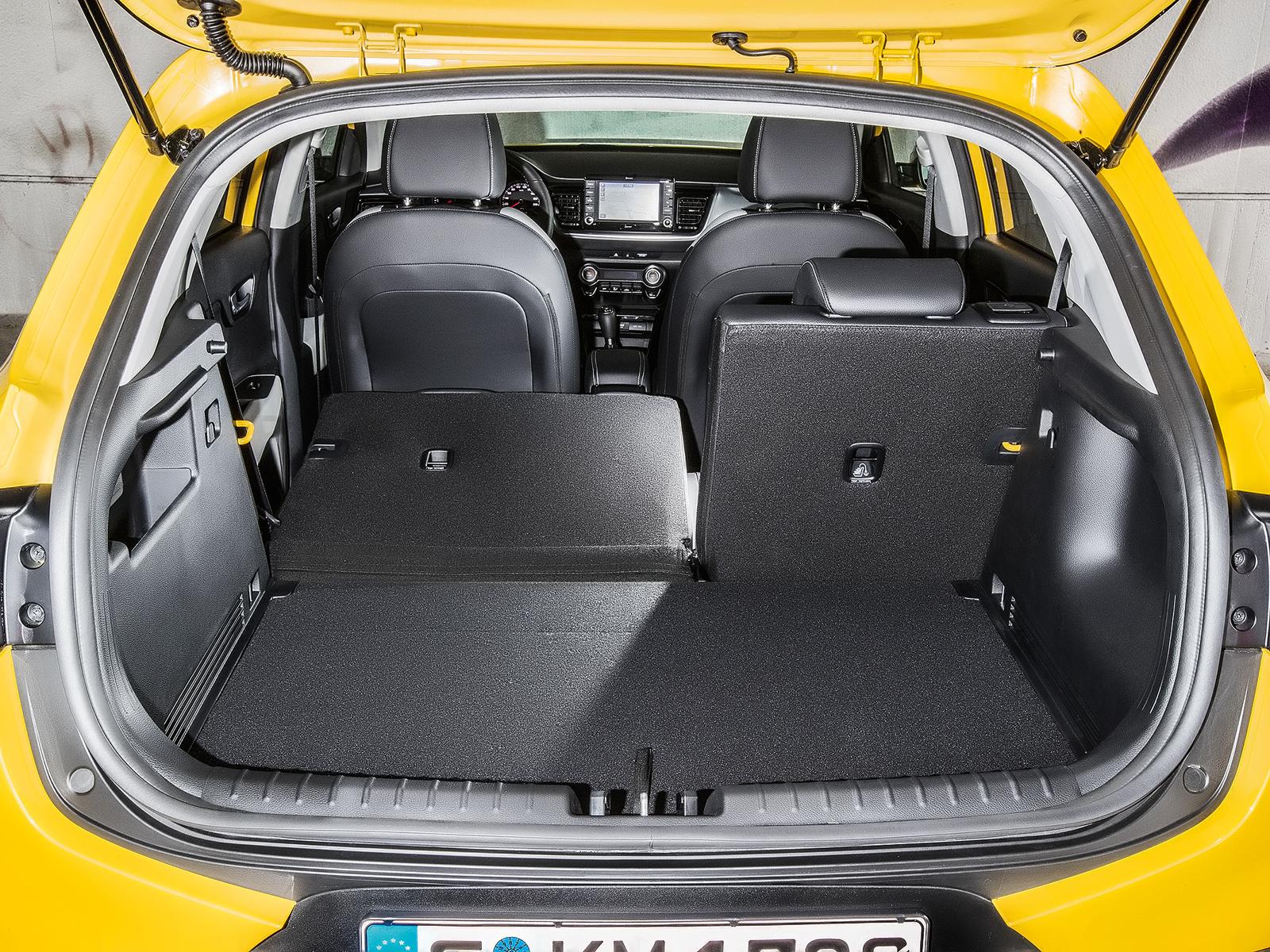 Porta-malas leva 332 litros, mas rebatendo o banco traseiro pode-se transportar até 1135 litros