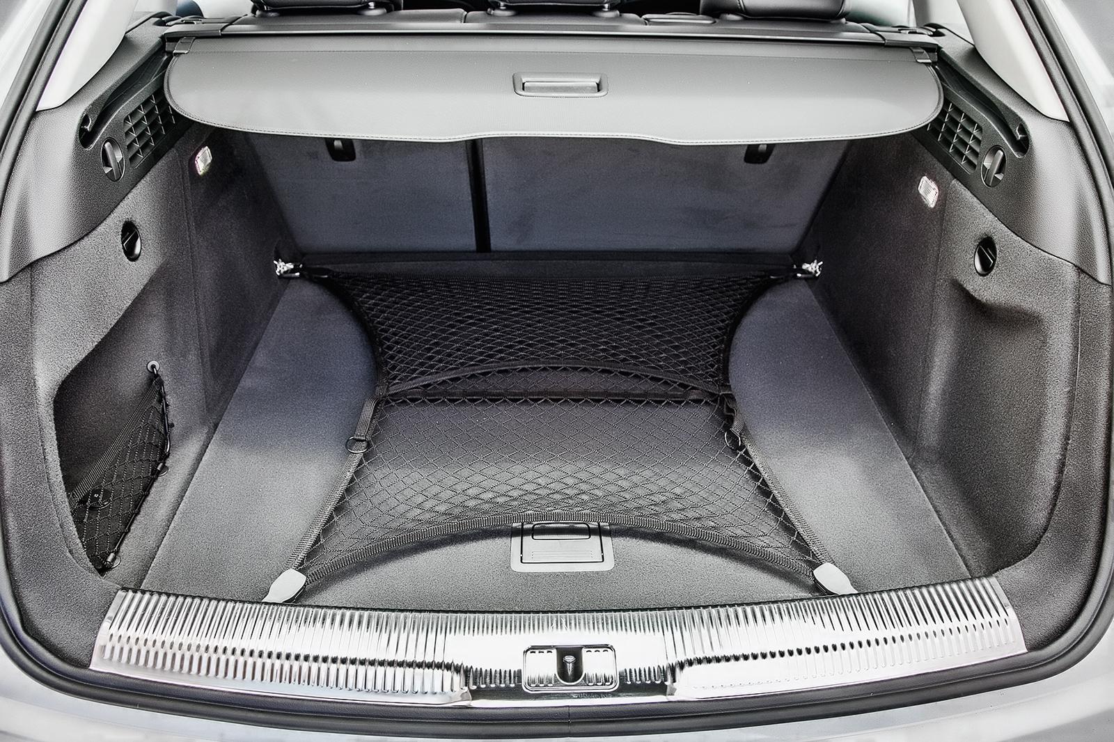 Porta-malas tem abertura elétrica e 460 litros de capacidade