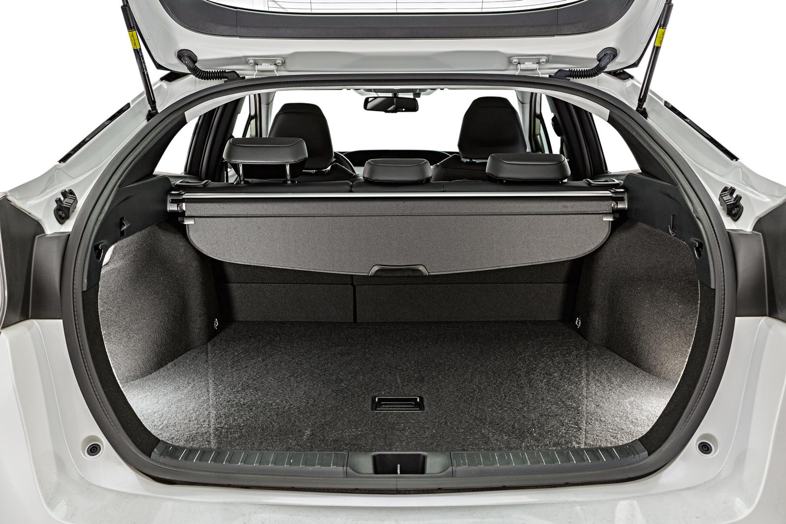 Porta-malas do Prius, de 412 litros, tem vidro integrado à tampa