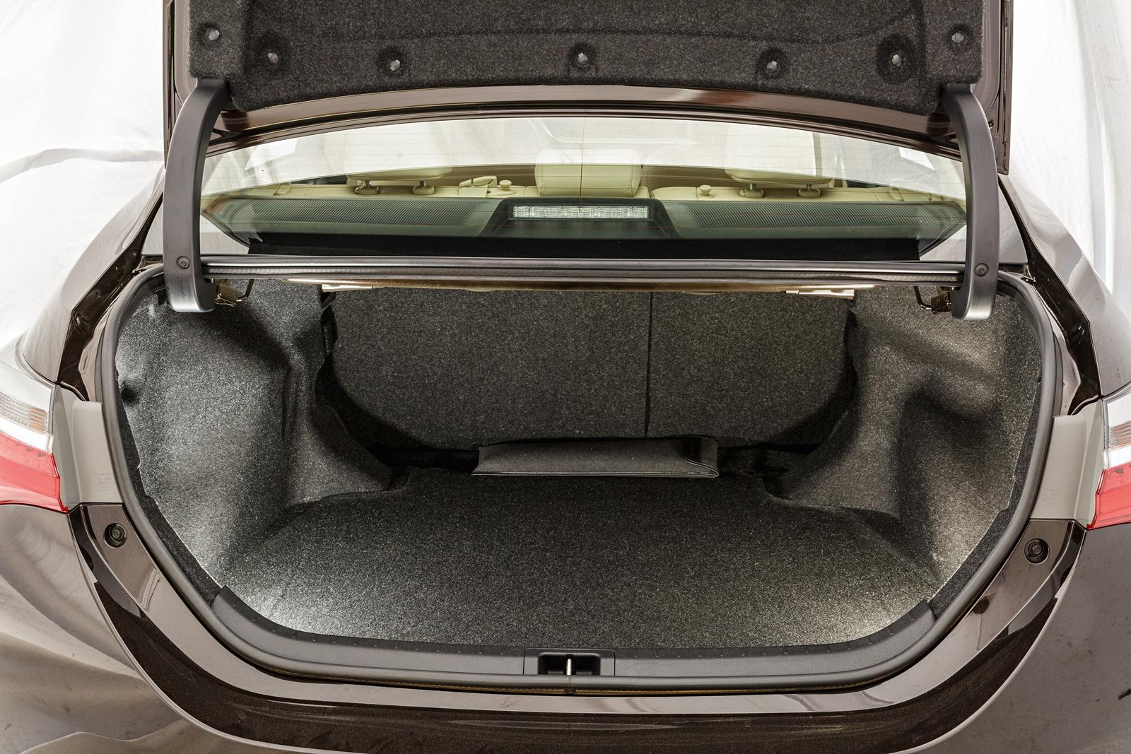 Porta-malas do Corolla leva até 470 litros