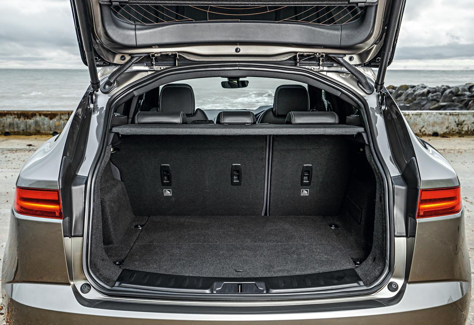 Porta-malas carrega 484 litros