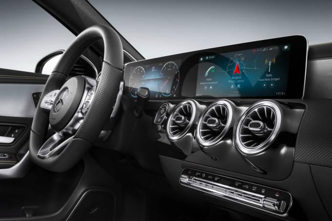 Mercedes-MBUX-02