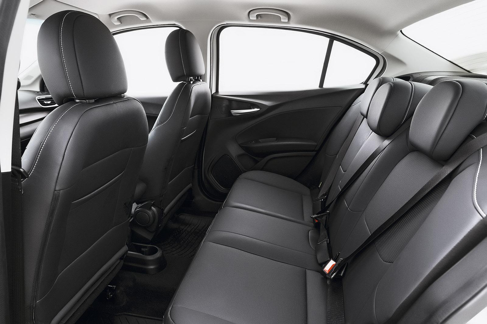 Comparativo Fiat Cronos x Volkswagen Virtus