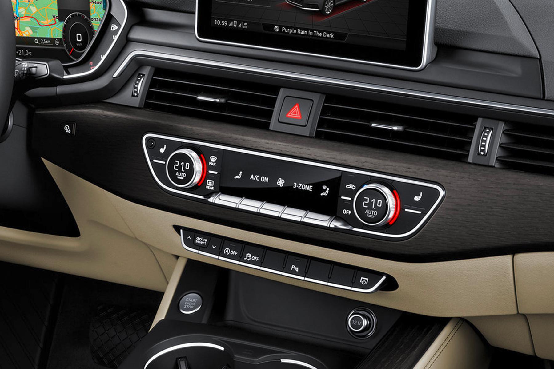 O sensor à esquerda (no alto) do display do ar-condicionado do Audi A4 confere se o start-stop deve desligar o motor naquele momento ou não