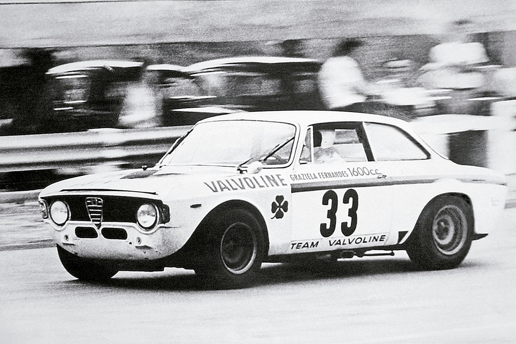 O Alfa Romeo GTA, com que disputou as Mil Milhas, foi preparado na Itália